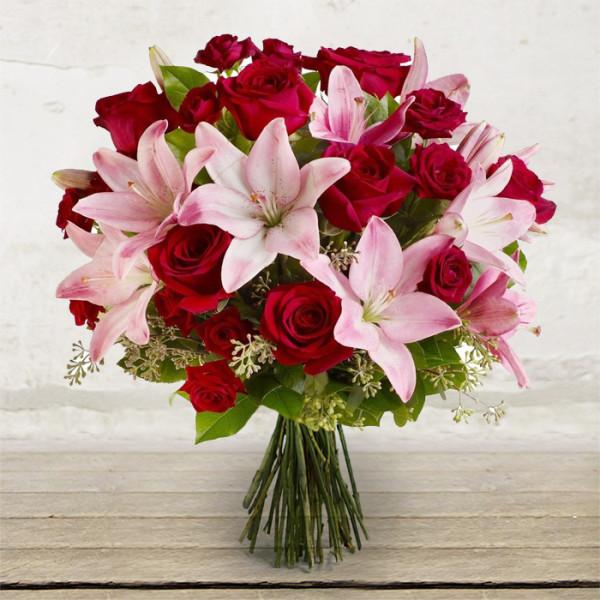 Mazzo a stelo lungo delicatezza citt dei fiori for Quadri con rose rosse
