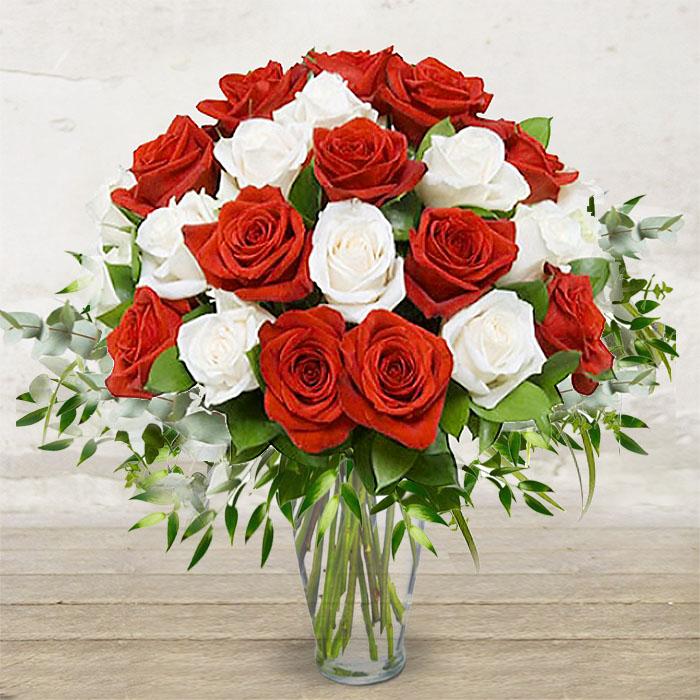 Mazzo Di Fiori Amore.Rose Bianche Rosse Fiori Verona Fioreria Ponte Pietra Amore Rose